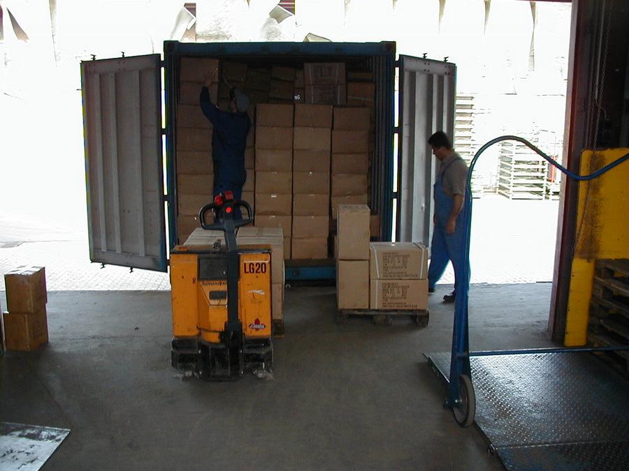 Entladen eines Containers