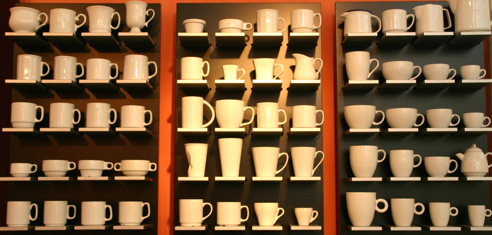 Mugs and cups in white porcelain-buy competently and for a good price!