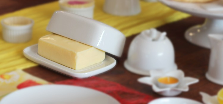 Butter dishes in white porcelain at favourable prices!