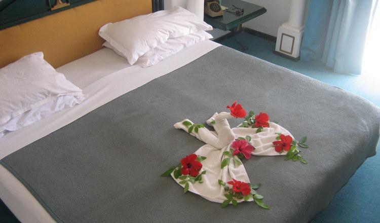 Dekoration und Helfer aus Porzellan für Zimmer & Etage