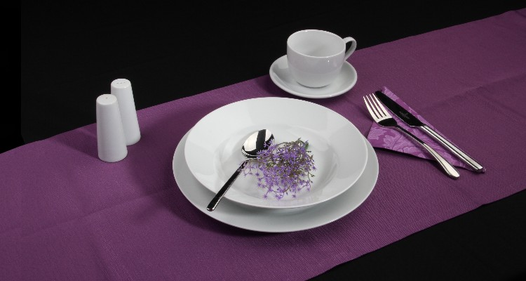 Buy simple, white porcelain for every day for a good price!