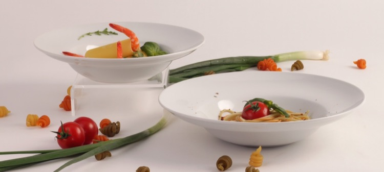Plates & Platter in porcelain-buy competently and for a good price!